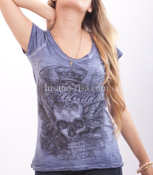 さらに女度を上げるなら、Tシャツの「首回り」をチェック!