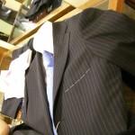 スーツを秋らしく見せる一番簡単な方法