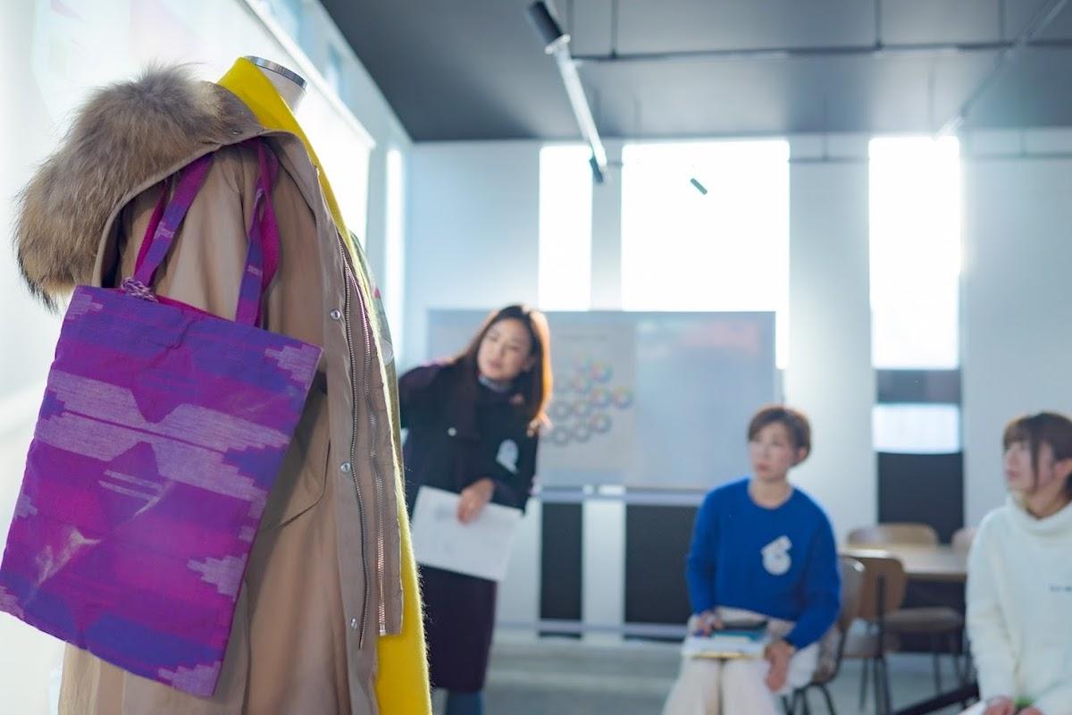 似合わないと感じる色が使われている服のデザインに気をつける