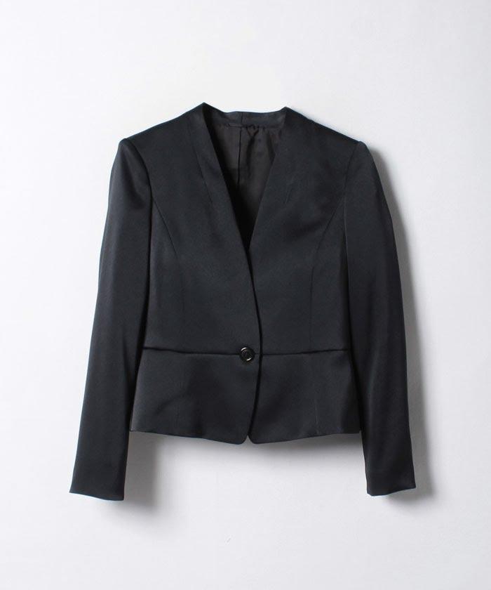 凹凸感のある素材を選ぶと、カジュアルダウンしやすい入卒スーツが選べる